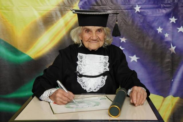 Luísa Valencic Ficara se formou em nutrição aos 87 anos Foto: Imagem cedida por ArtFinal Eventos